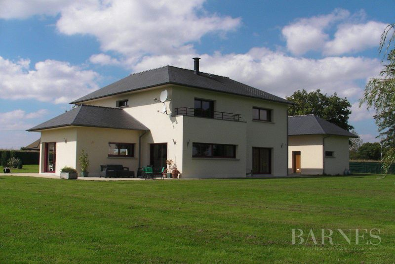 5 minutes from Rennes, contemporary house and its in a landscaped park