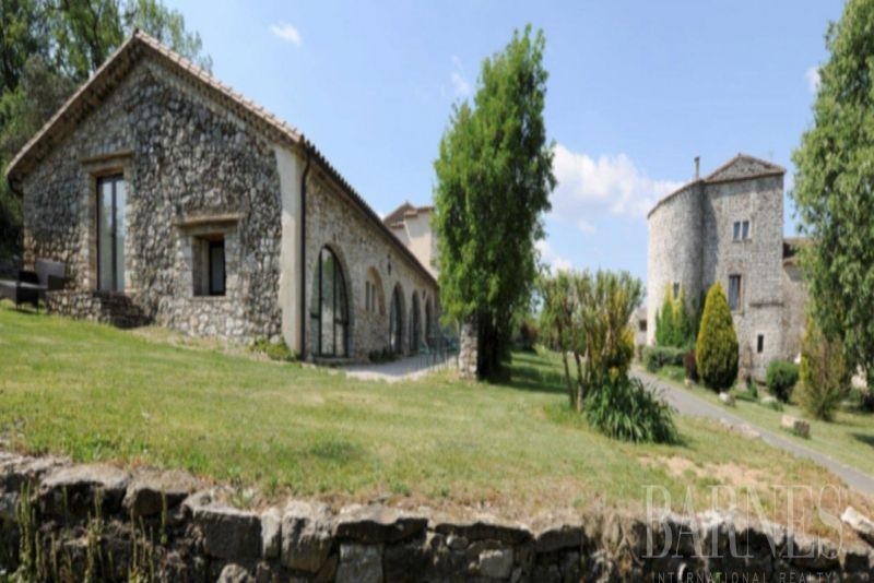 Wine property near Montpellier at the foot of the Cevennes, private hunting, over 370 ha, fortified farmhouse of the 14th and 16th centuries and numerous outbuildings.