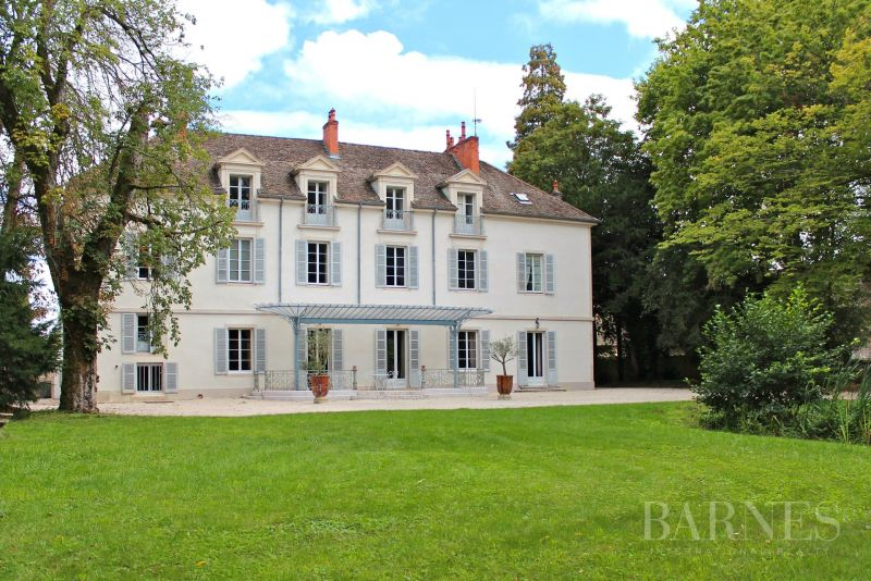 In Burgundy, property on the wine coast with 4 ha park