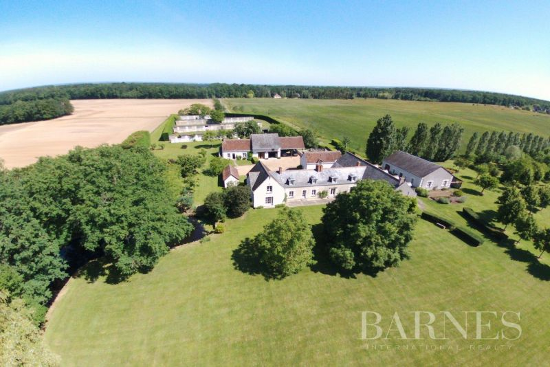 Family property and its outbuildings - 3,4 ha