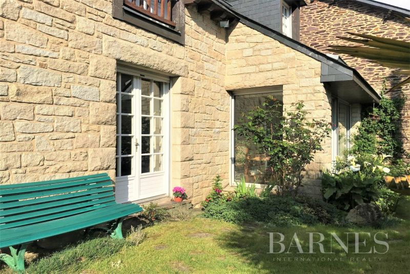 Rennes - Sainte Thérèse district - house over 170 sqm with a double garden of around 340 sqm