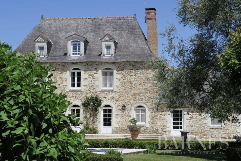 17th century mansion house in the heart of Anjou Bleu
